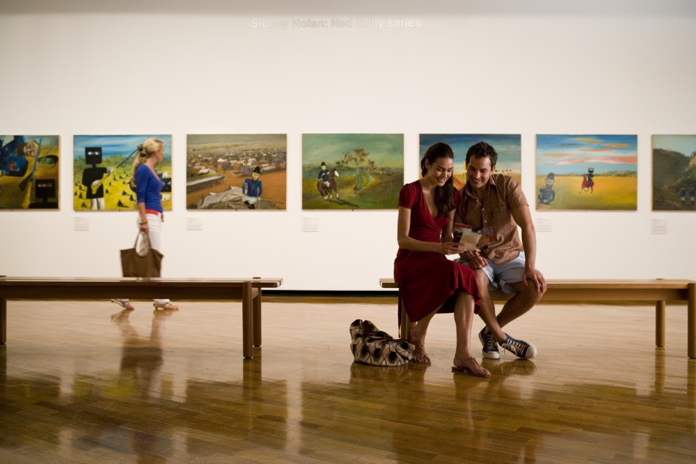 12 mins drive to National Gallery of Australia