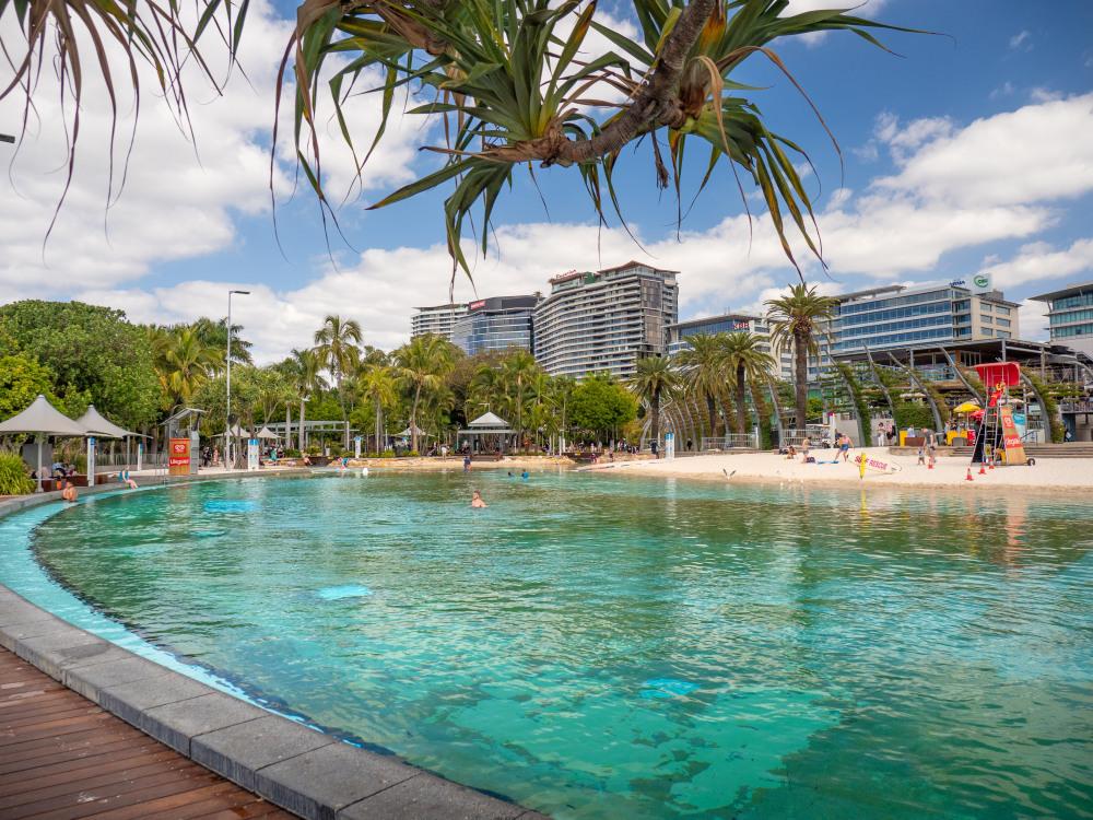 9 mins drive to South Bank Brisbane
