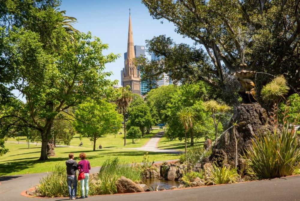 15 mins walk to Fitzroy Gardens