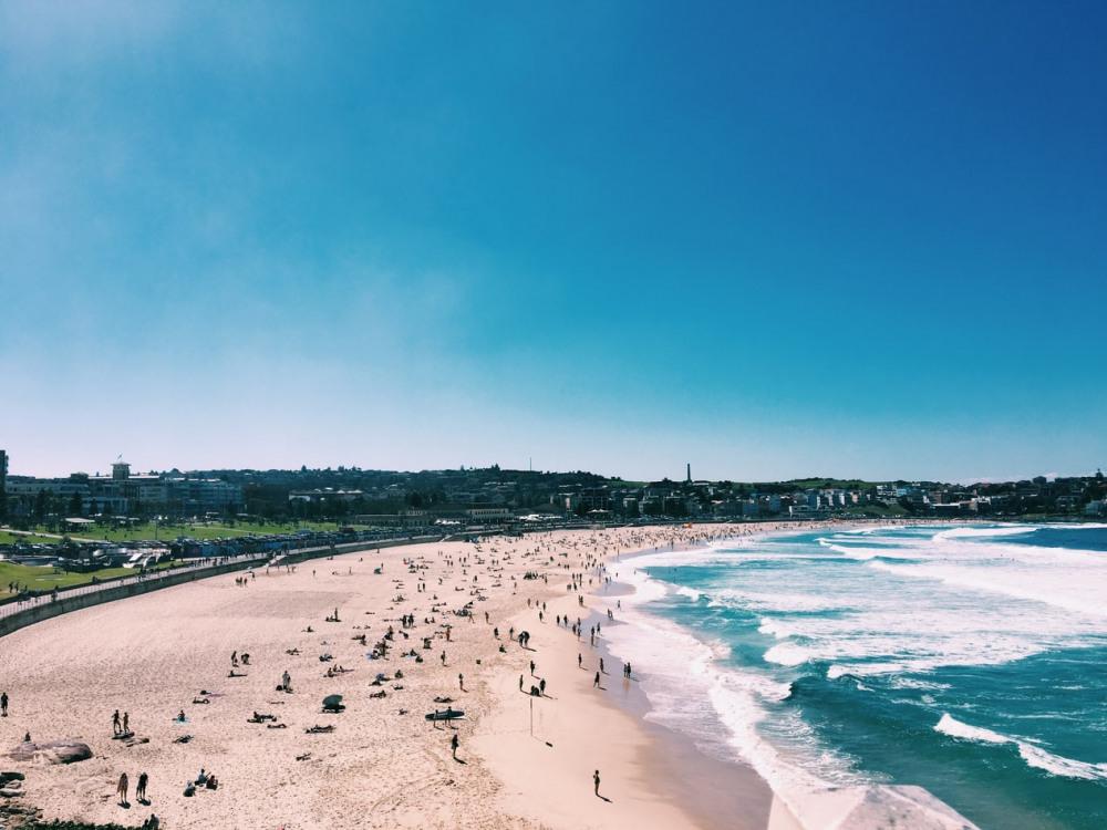 7 mins drive to Bondi Beach