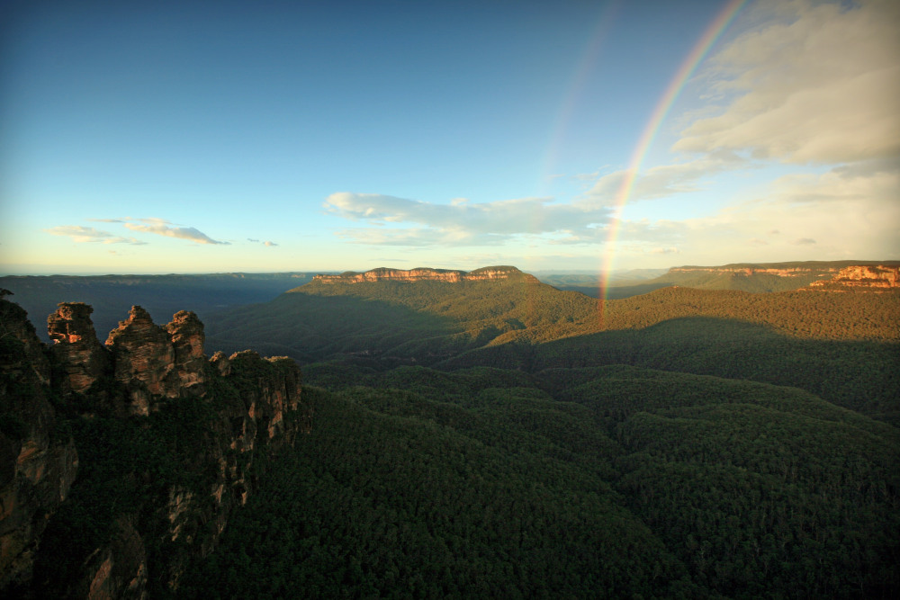 5 mins drive to Echo Point Lookout
