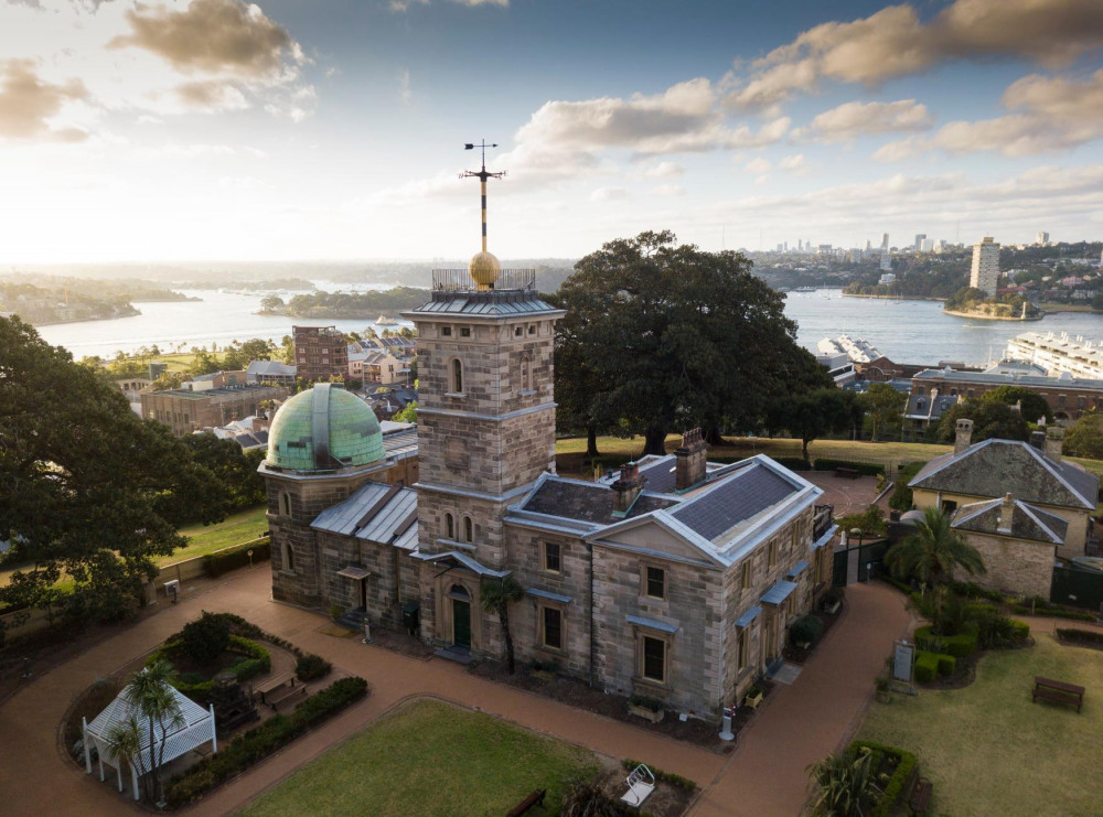 5 mins walk to Sydney Observatory