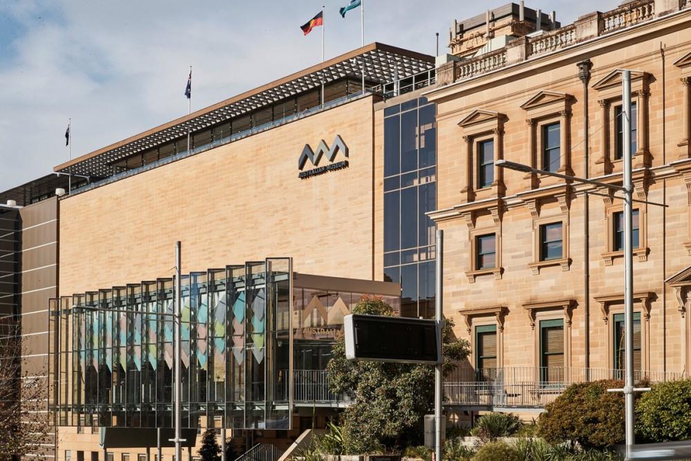 7 mins walk to Australian Museum