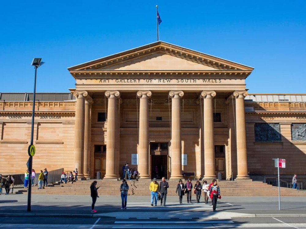 15 mins walk to Art of Gallery New South Wales