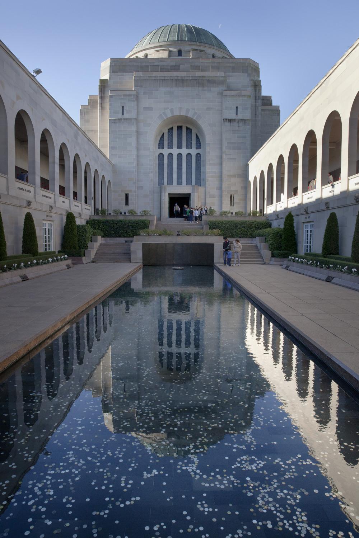 14 mins drive to Australian War Memorial