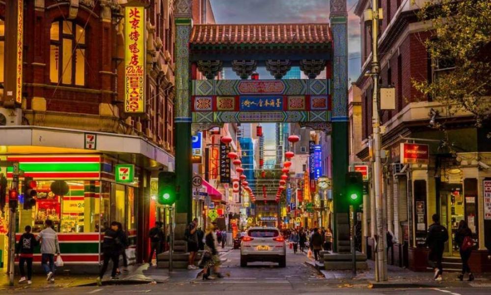 9 mins drive to Chinatown
