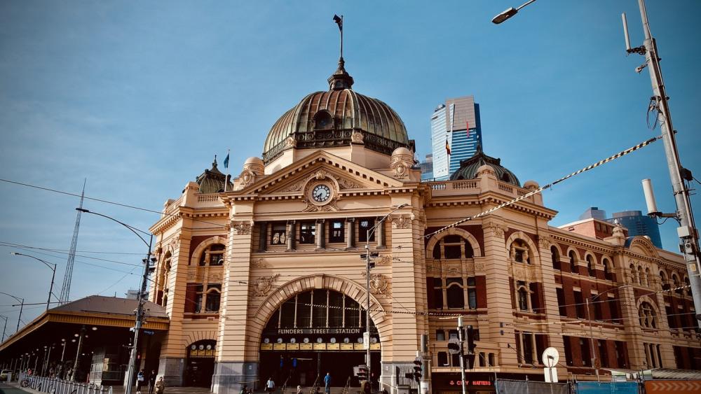 5 mins walk to Flinders Street Station