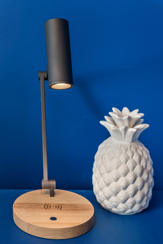 Wireless bedside table lamps