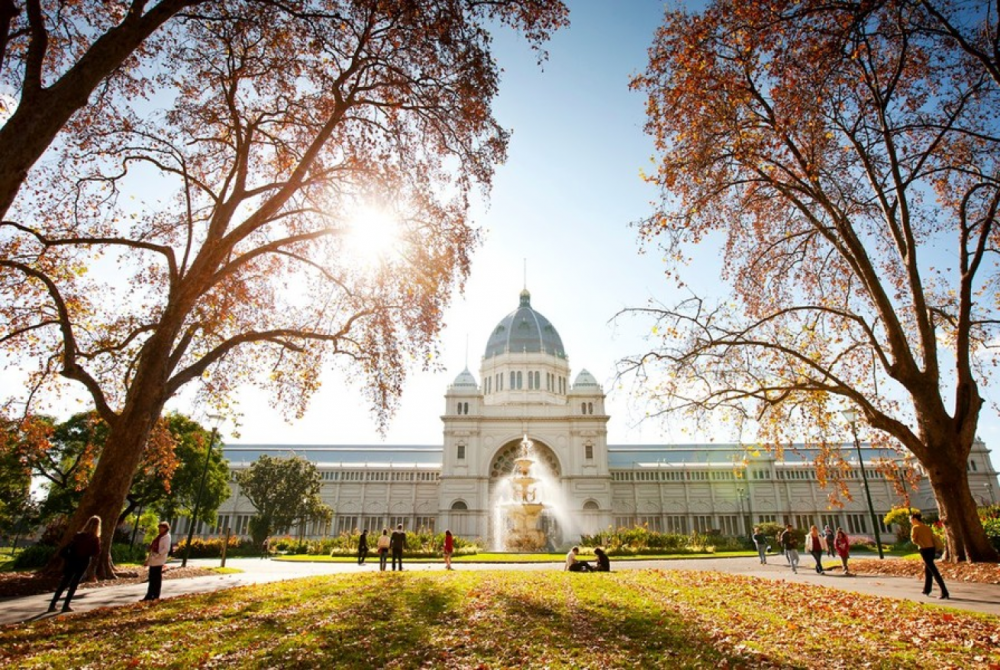 6 mins drive to Royal Exhibition Building