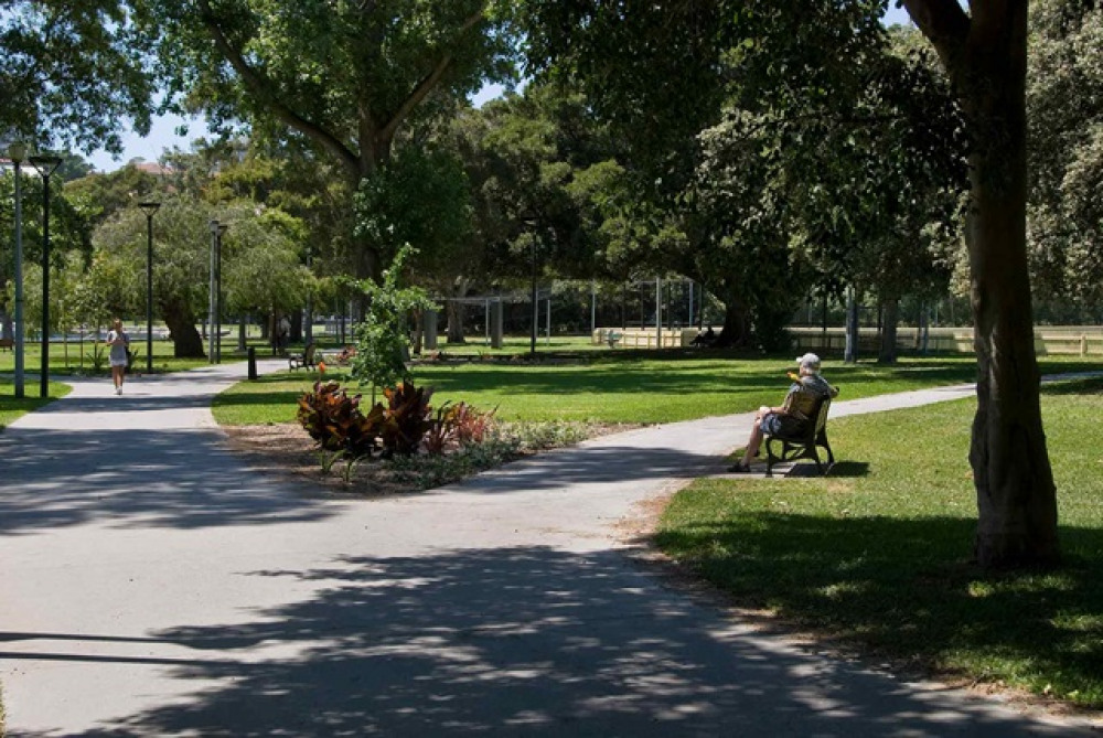 6 mins walk to Rushcutters Bay Park