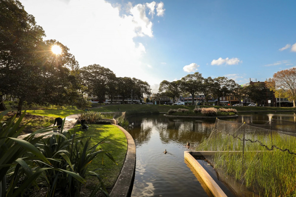 9 mins walk to Victoria Park