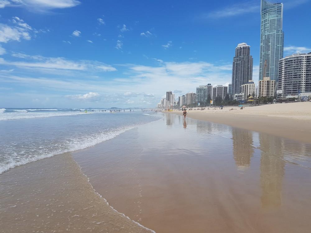 6 mins walk to Surfer Paradise Beach